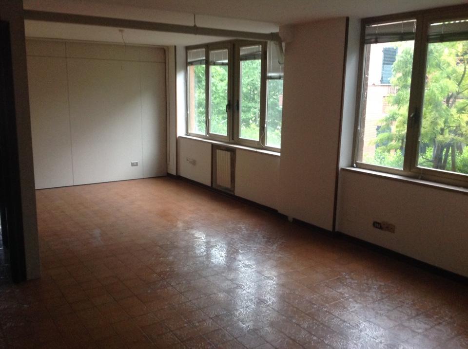 Casa Uso Ufficio : Casamarche propone in vendita appartamento uso ufficio di mq 224 a